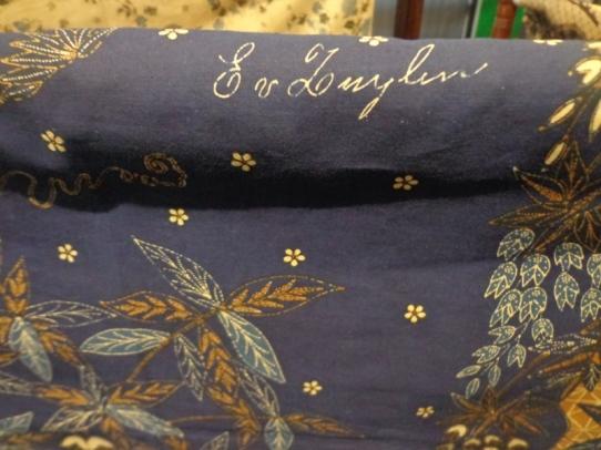 Salah satu Tanda Pada Kain Batik terdapat tulisan tangan Eliza Van Zuylen